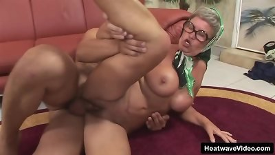 older chick has big tits and a enjoy of rock-hard chisel as she pulverizes the youthful photographer