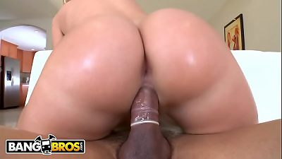 BANGBROS - Brazilian Babe Jessie Rogers Has The Most Incredible Big Ass